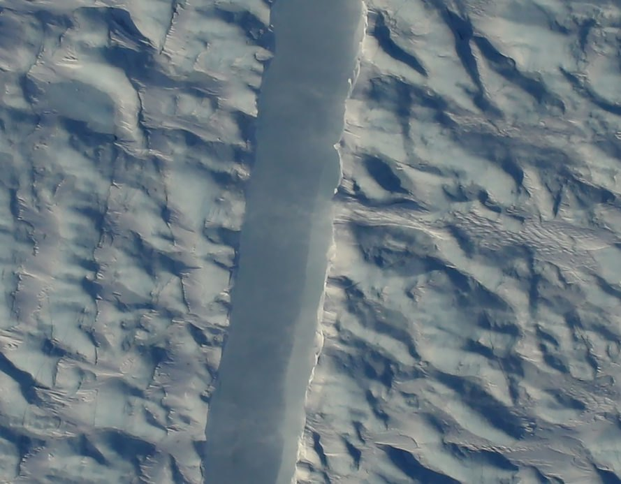 NASA, NASA Operation IceBridge, Operation IceBridge, Petermann Glacier, Greenland, Greenland glacier, Greenland glaciers, glacier, glaciers, ice shelf, ice island, ice islands, ice, crack, glacier crack, rift, glacier rift, chasm, glacier chasm, environment