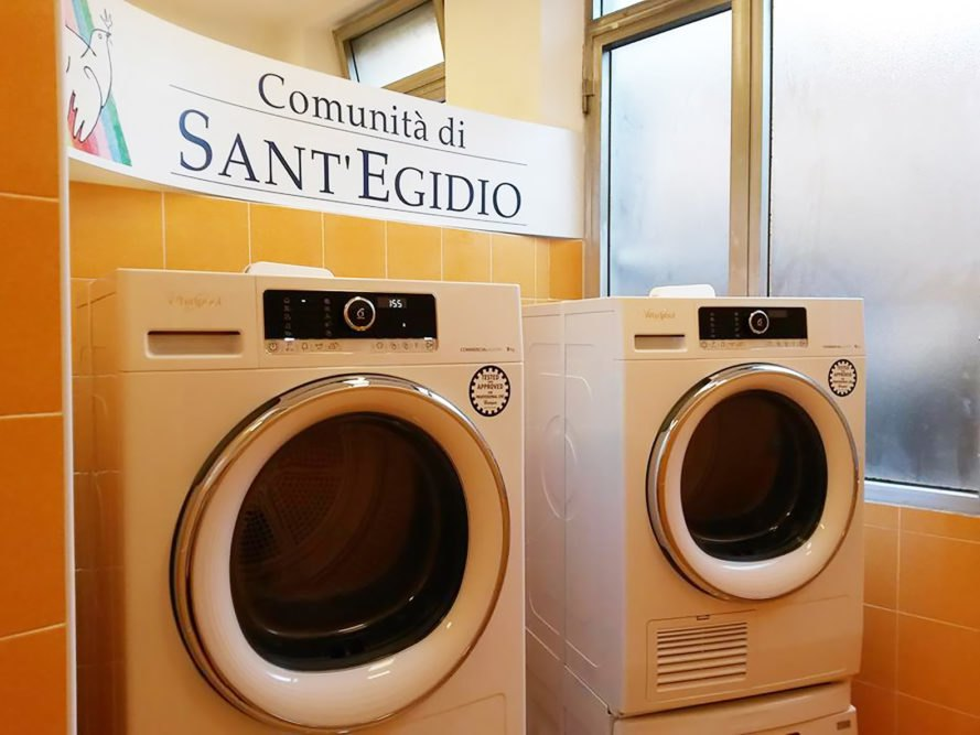 Pope Francis Laundry, Lavanderia di Papa Francesco, Pope Francis, Vatican, Rome, laundromat, free laundromat, laundry, washing machine, washing machines, dryer, dryers, homeless, homeless people, helping the homeless, helping people, poverty, pope