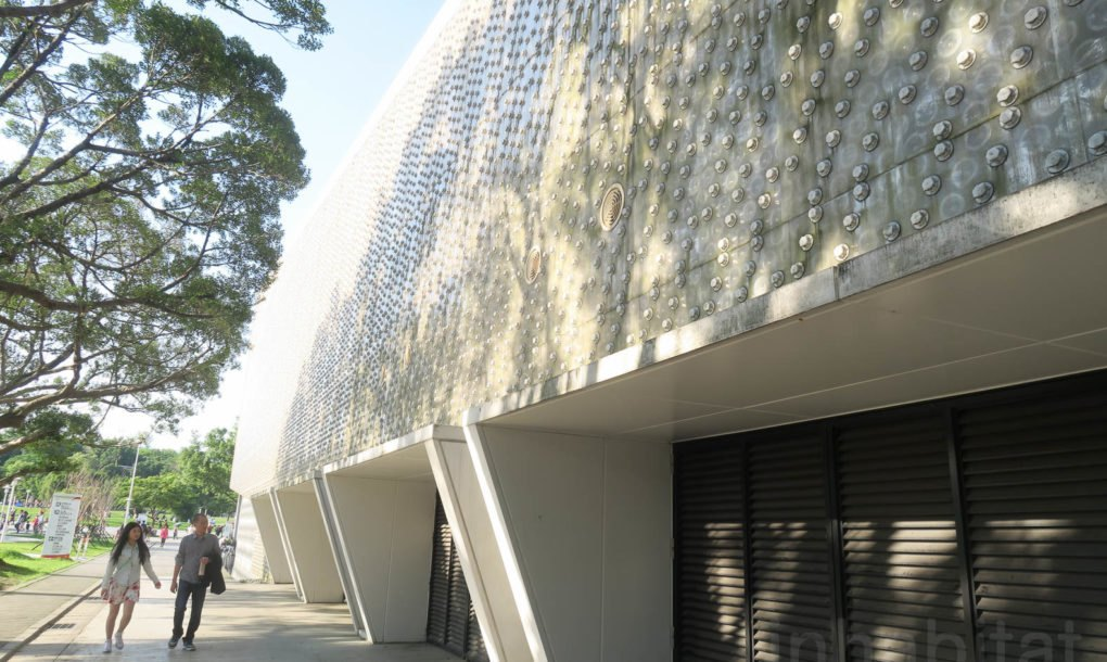 Amazing Building Made From 1 5 Million Plastic Bottles