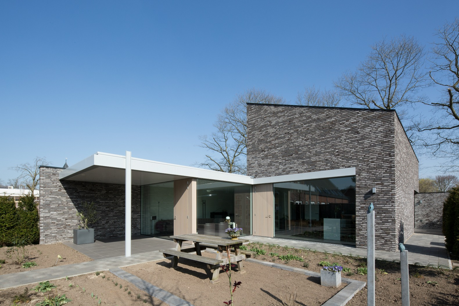 Amazing solar house generates enough energy to share with Positive energy at home