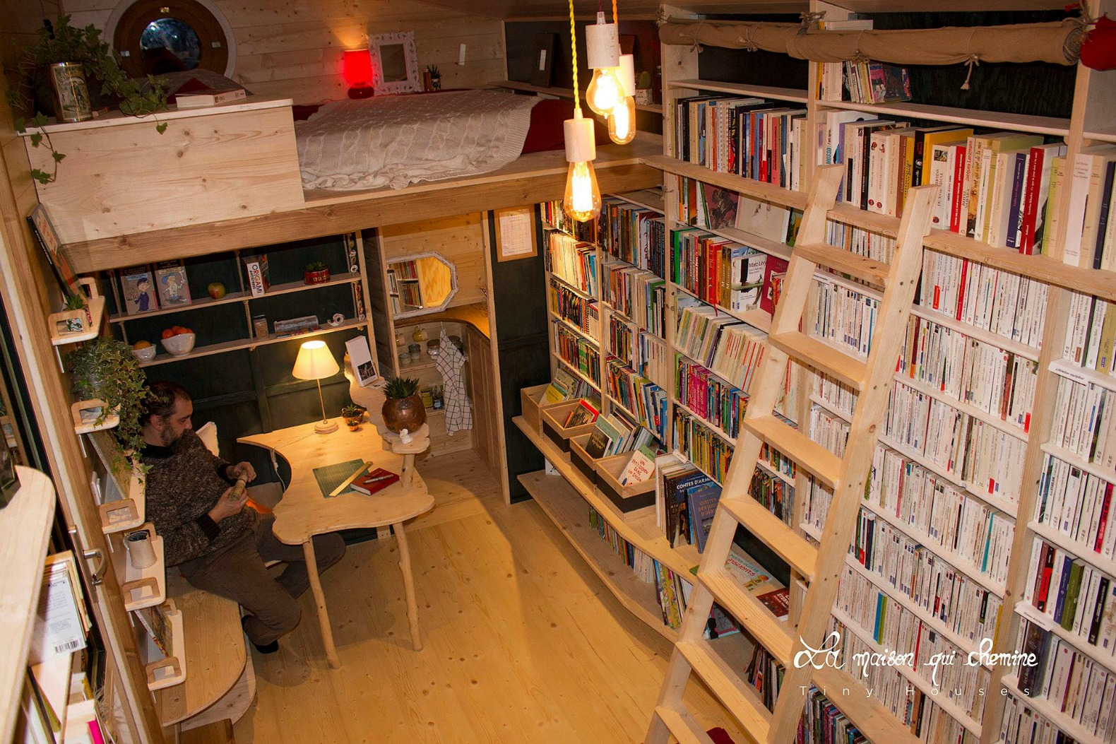 Nomadic bookseller travels all over france with his tiny for Building a permanent tiny house