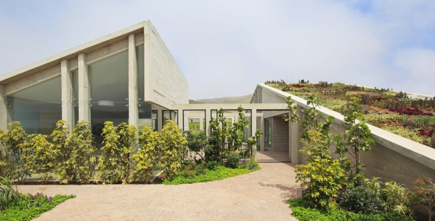 MW House, Riofrio+Rodrigo Arquitectos, concrete, Peru, swimming pool, green architecture, courtyard, storage spaces, Andes mountains