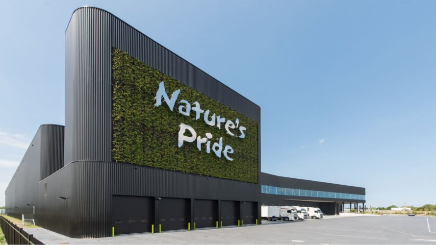 Nature's Pride Maasdijk, Nature's Pride distribution center, Nature's Pride by Paul de Ruiter Architects, BREEAM Excellent architecture, BREEAM Excellent in Netherlands, sustainable distribution center, green roof bee hotel