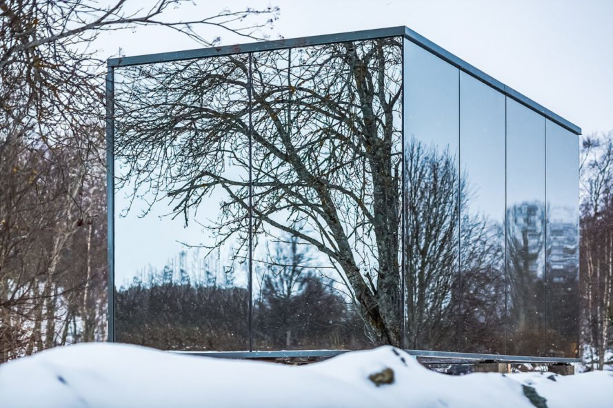 OOD, ÖÖD homes, tiny pop up hotel rooms, tiny moveable homes, Estonian home startup, pop up homes, modular tiny homes, mirrored glass architecture
