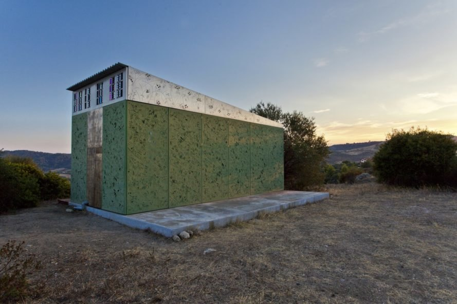 Olive Tree House by Eva Sopéoglou, Halkidiki house, Halkidiki summer house, prefabricated summer retreat, prefab Greek home, prefab summer home, METALSO in prefab homes,