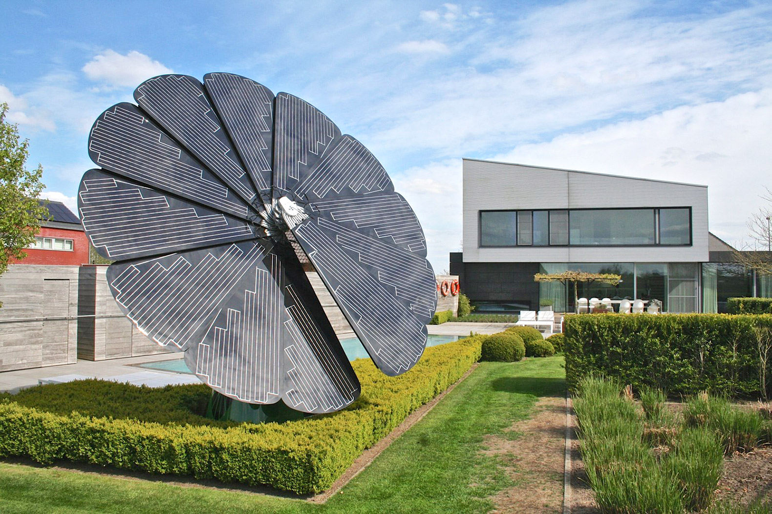 Watch this groundbreaking new solar device open and move like a flower