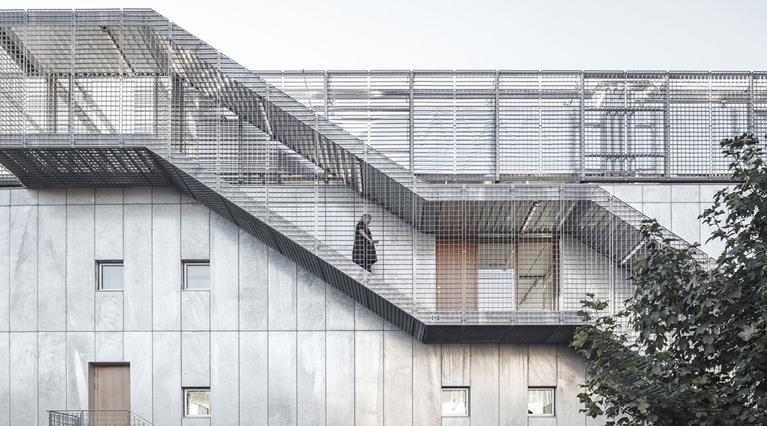 Concrete Building Facade : Architects cracked this concrete building to fill its