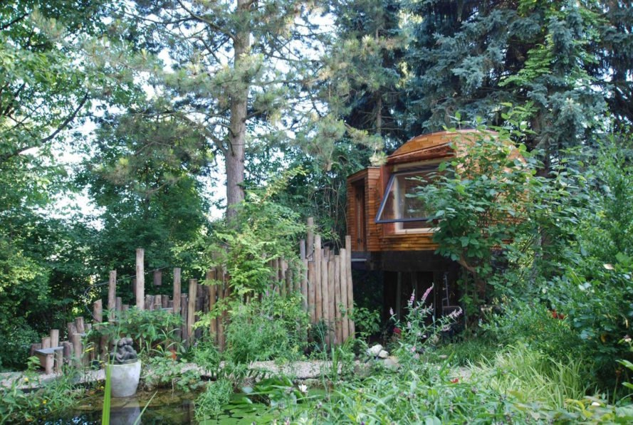 Teahouse Riedenthaln by a-lp architektur, teahouse made of recycled materials, Austrian teahouse, teahouse treehouse, spherical treehouse, spherical teahouse, oak teahouse