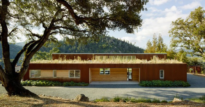Solar-powered Cloverdale house is made of reclaimed wood from a