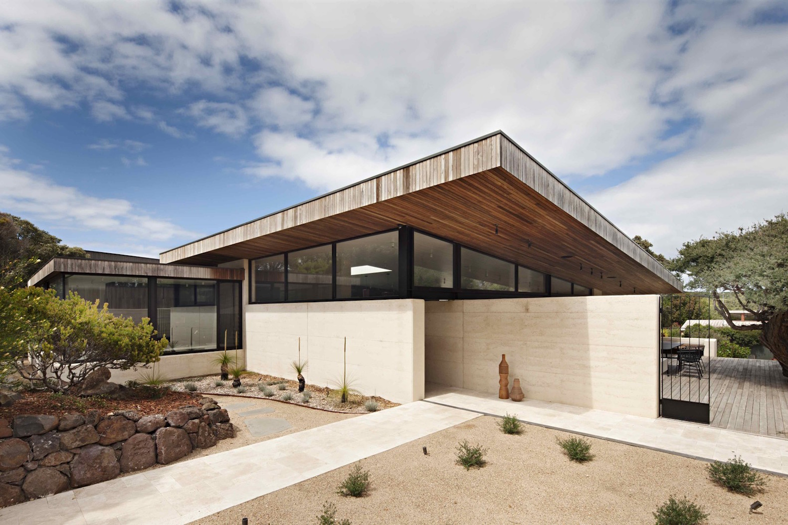 Elegant Australian Home Shows The Beauty And Toughness Of Rammed Earth