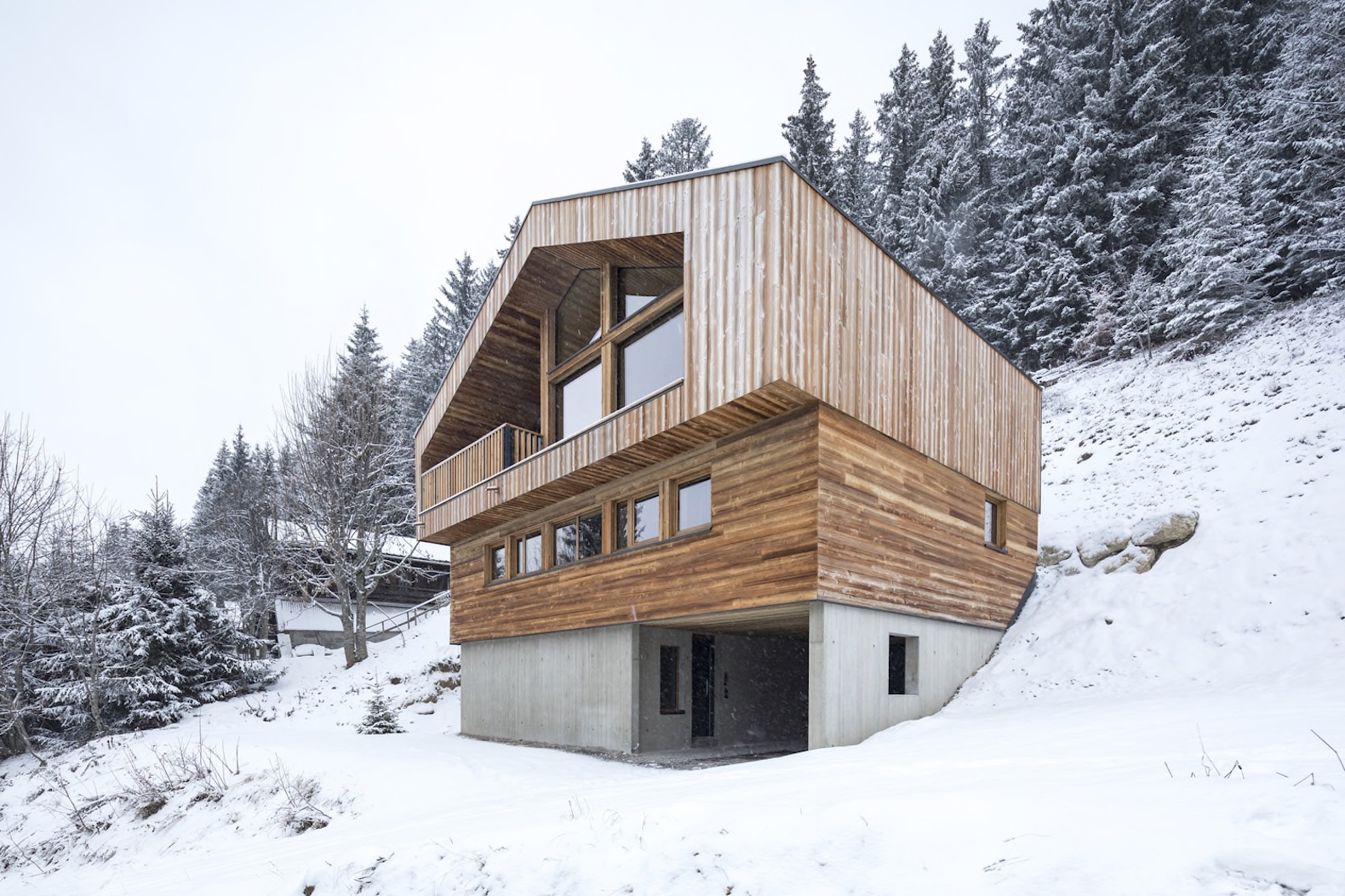 Handsome Timber Chalet Shows Off The Beauty Of Modern Minimalism