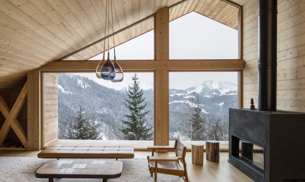Handsome Timber Chalet Shows Off The Beauty Of Modern