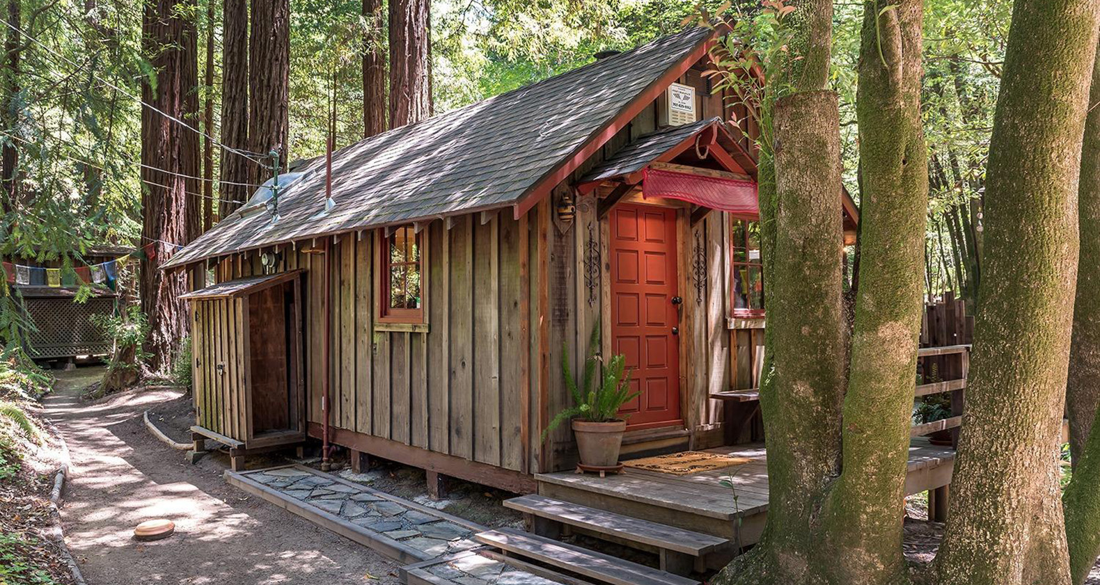 amazing tiny home with its own pirate treehouse is the ultimate woodsy getaway inhabitat. Black Bedroom Furniture Sets. Home Design Ideas