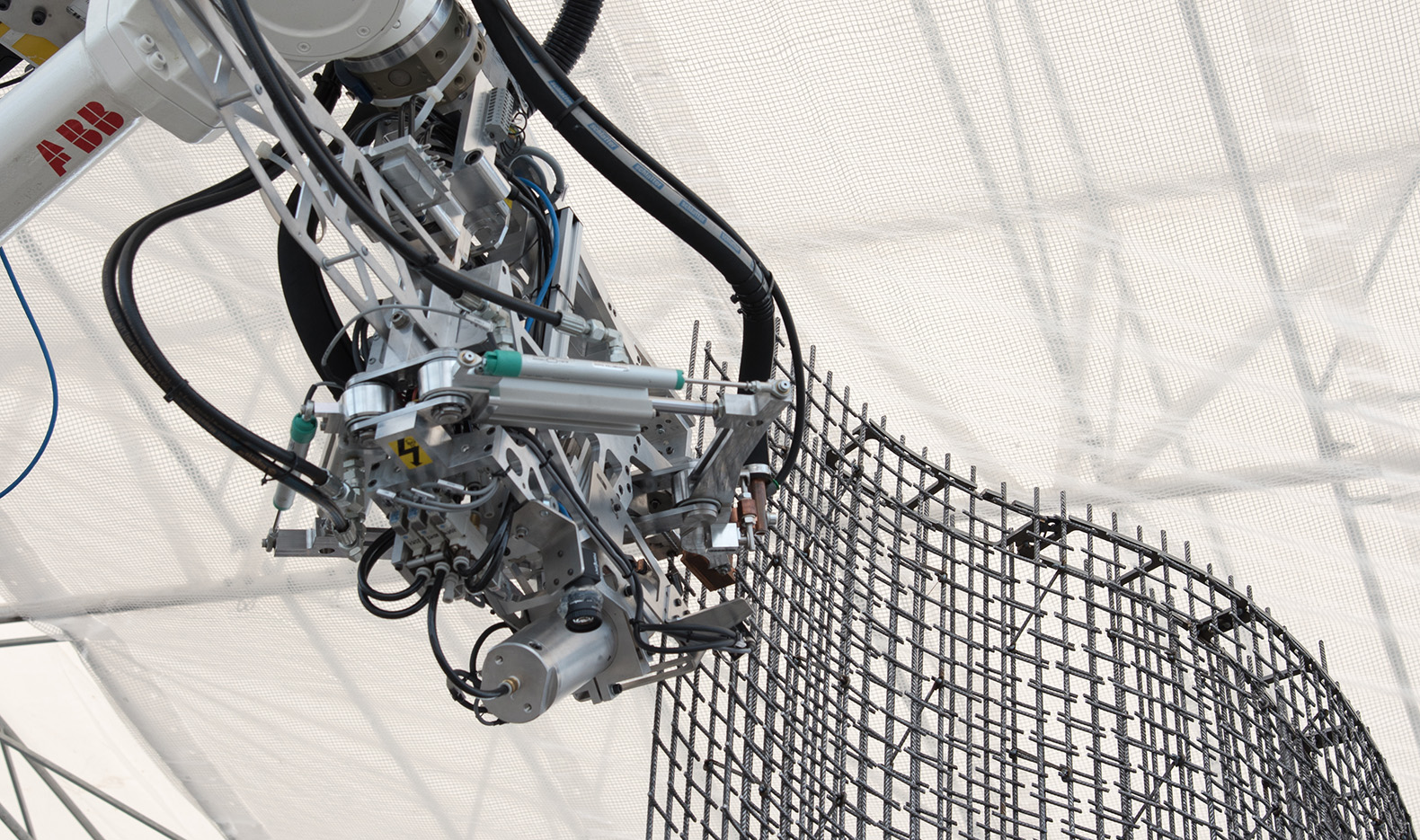 Giant Robots And 3d Printers Are Building A Futuristic