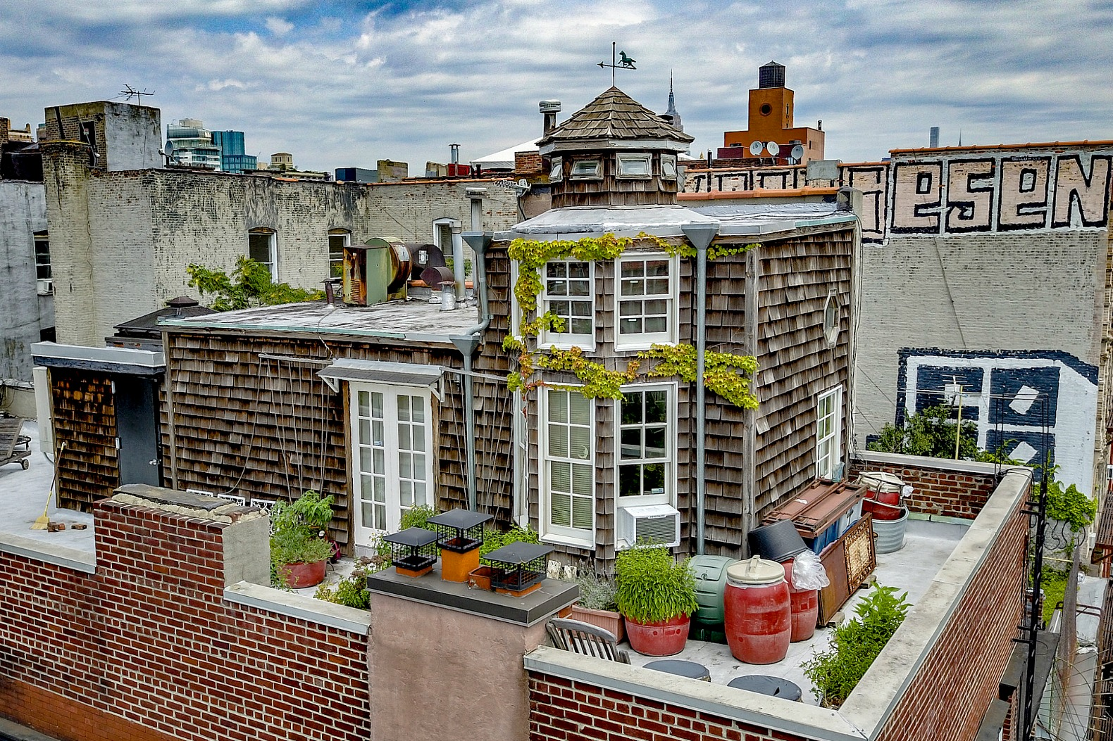 Magical Cape Cod-style cottage perched on NYC rooftop goes on sale for $3.5M