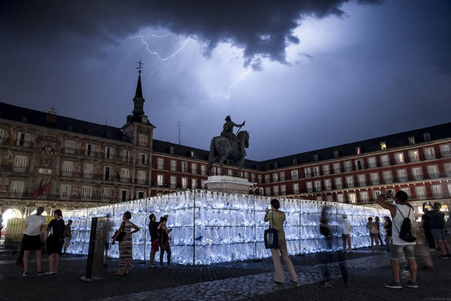 PlasticWaste Labyrinth by Luzinterruptus, PlasticWaste Labyrinth Madrid, PlasticWaste Labyrinth, Madrid Four Seasons art, plastic bottle art, trash art installation, environmental art in Madrid, Plaza Mayor installation, Centennial Celebration of Plaza Mayor