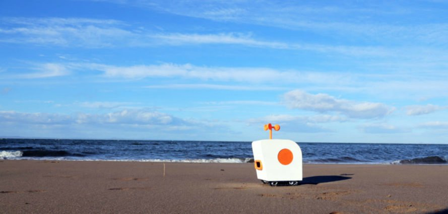 Poet on the Shore, Robot design, Yuxi Liu, AI-powered bot, poet robot, AI robots, robot technology, artificial intelligence, artificial intelligence technology, robot on the beach, poet robot, Yuxi Liu robot, robot poetry,