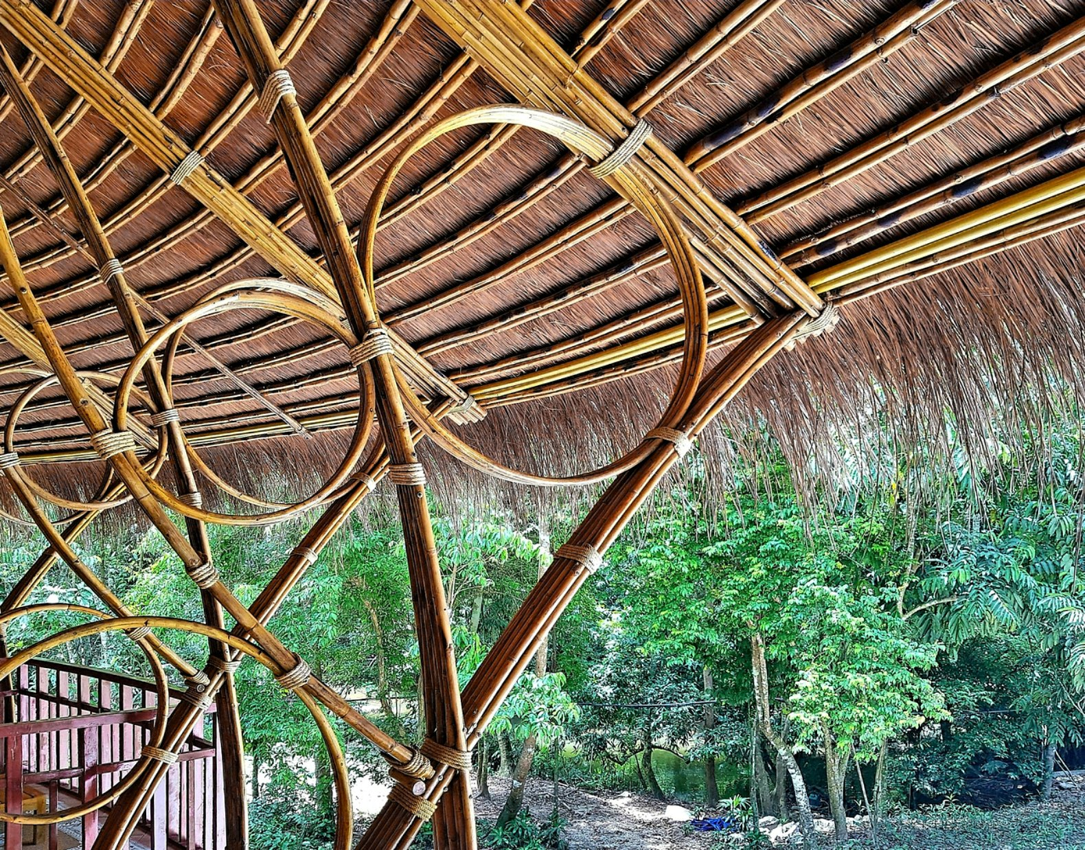 Beautiful bamboo building withstands floods and storms in for Bamboo roofing materials