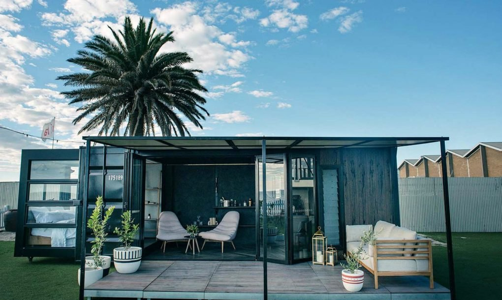 This shipping container hotel is so cool you 39 ll forget its for Coole hotels in hamburg