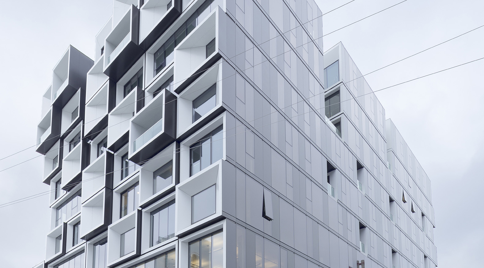 Curtain Wall Architecture : Staggered volumes help make portland s slate building an