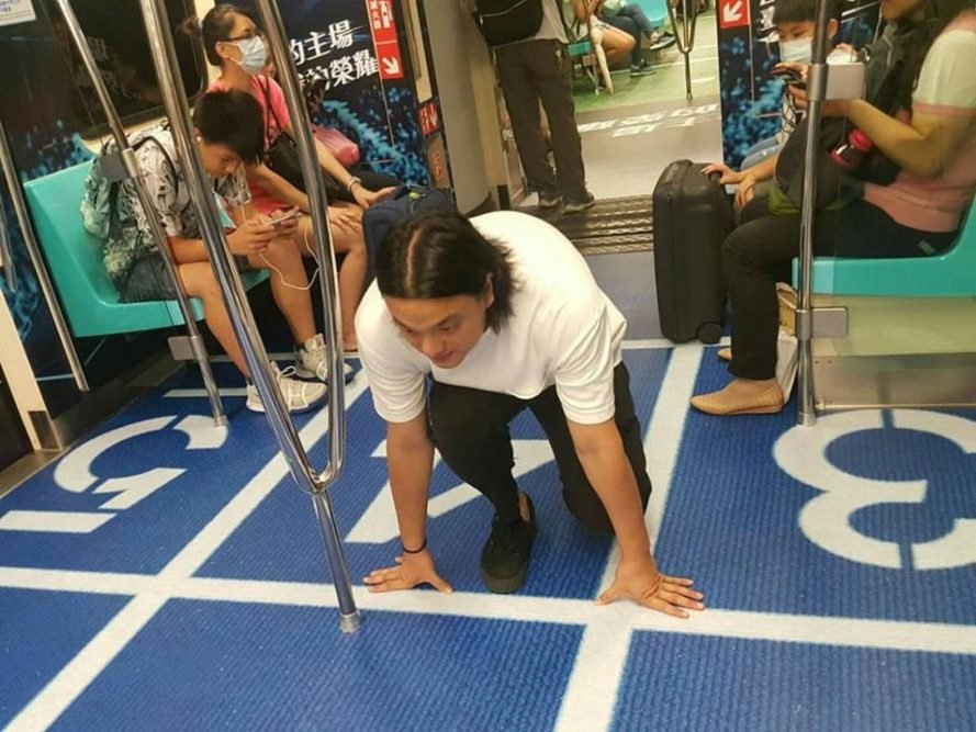 Taipei Subway Cars, subway art, Universiade in Taiwan, sports art, art in subways, taipei subway art, taipei events, sport events taipei, subway ads, subway ad campaigns, public advertising, public transportation, sports, Taipei trains
