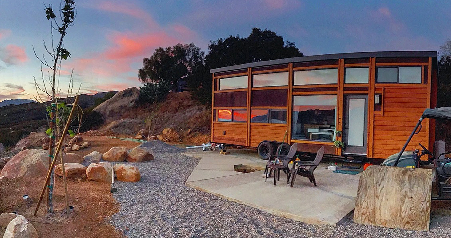 New Traveler XL Limited Tiny House Can Comfortably Sleep Up To 10 People At  Once
