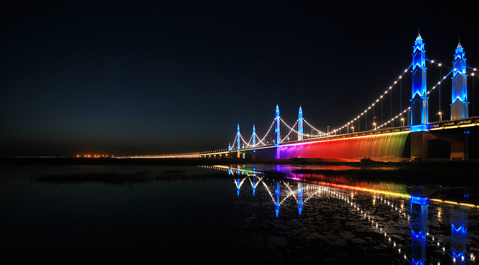 China S Binhe Yellow River Bridge Just Fired Up A Stunning New Lighting System That Bathes The Structure And Below In Prismatic Array Of Colors