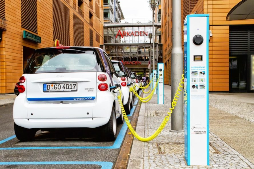 Electric car, electric cars, electric vehicle, electric vehicle, electric car charging, electric vehicle charging, EV charging, Nissan, Nissan Motor Company, Enel, Enel SpA, Denmark, grid, electricity, battery, EV batteries, batteries