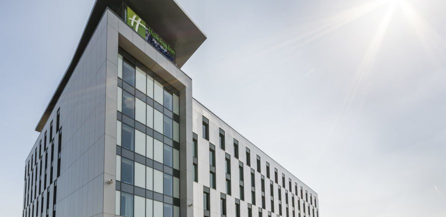 Chapman Taylor, Holiday Inn Express, shipping container hotel, shipping containers, prefab, Manchester, United Kingdom, Bowmer & Kirkland, modular design, rain screens, green architecture