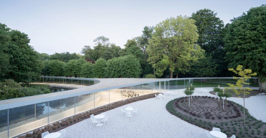 Vijversburg visitor center, visitor center, the Netherlands, Studio Maks, Junya Ishigami + Associates, green architecture, curved glass, glass facade, parkland