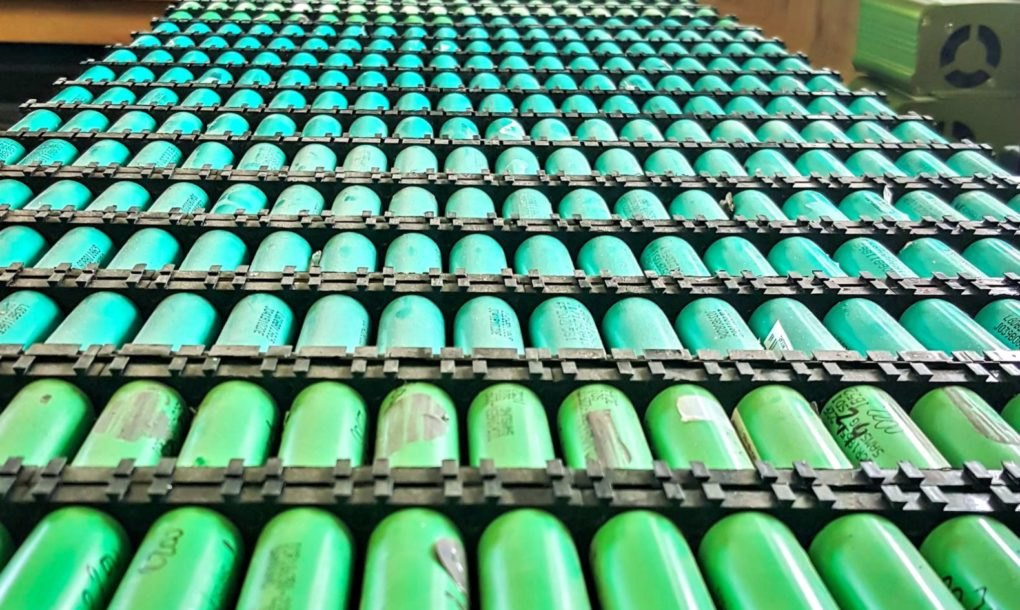 People Are Using Recycled Laptop Batteries To Power Their