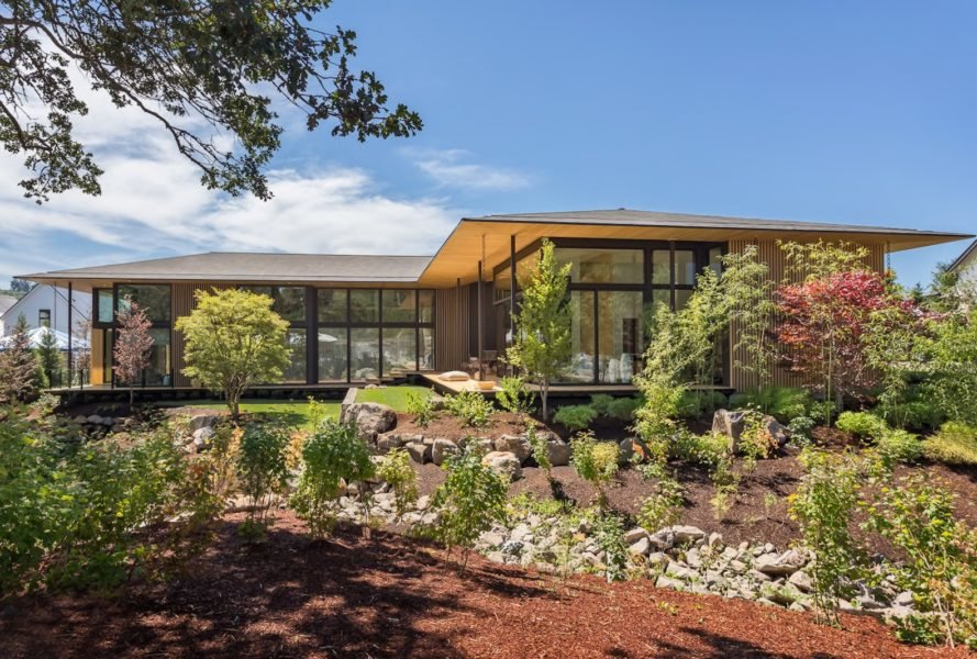 Kengo kuma unveils stunning suteki house for oregon s for Street of dreams homes