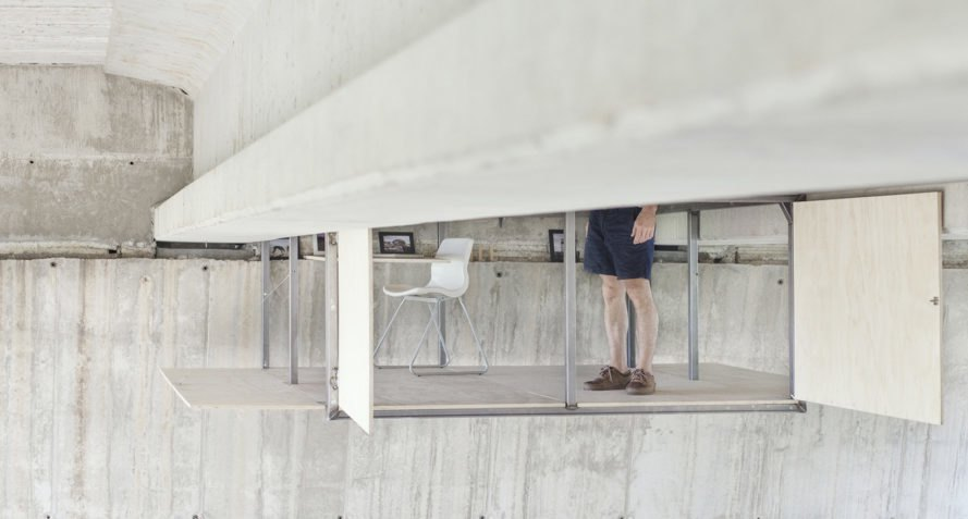 Fernando Abellanas, studio under a bridge, hidden studio in Valencia, moveable tiny studio, DIY workspace in Spain