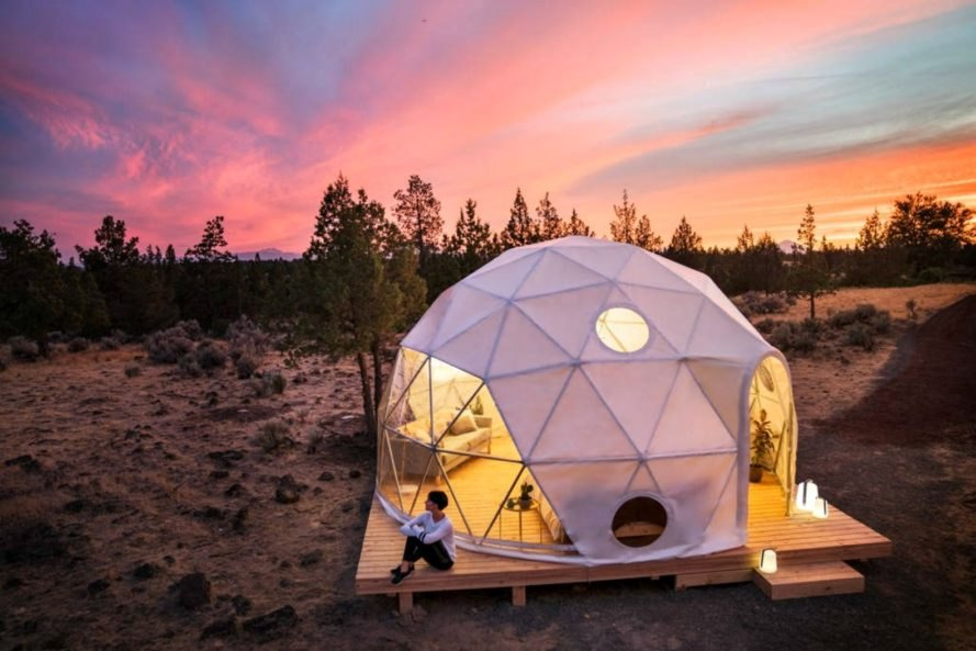 Solar Eclipse Stay, airbnb solar eclipse, solar eclipse 2017, places to see solar eclipse, solar eclipse viewing, airbnb rentals, pod homes, geodesic pods, off grid escapes airbnb, Path of Totality,
