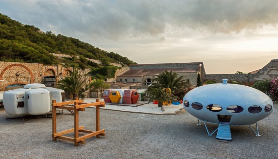 Utopie Plastic, Utopie Plastic Futuro House, Futuro House in France, prefabricated futuristic housing, prefabricated plastic housing, plastic architecture of the 1960s, plastic mobile architecture, plastic modular housing, Utopie Plastic at Friche de l'Escalette,