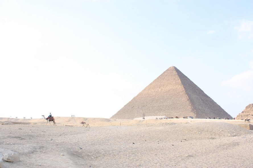 the mystery of the great pyramid of giza Archaeologists believe they have solved one of history's most puzzling questions — how the ancient egyptians transported over 170,000 tons of limestone to build the great pyramid at giza.