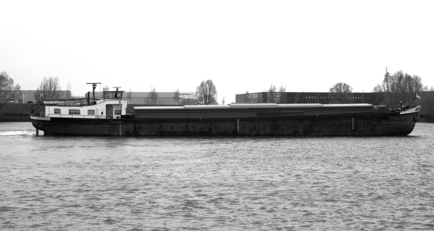 House Ship VC, ANA architecten, Repurposed Barge, Amsterdam, floating home, photovoltaic panels, green conversion, conversion, terrace, natural light, patio