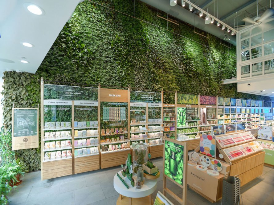 Innisfree green wall, Innisfree Union Square, Innisfree NYC, Innisfree Greenery NYC, Innisfree Green Wall by Greenery NYC, New York City green walls, largest public indoor green wall NYC, tropical plant evergreen green wall