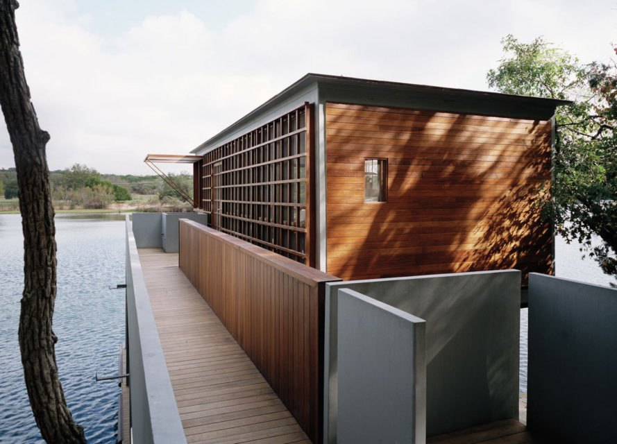 Lake House by Andersson-Wise, Lake House in Austin, Lake House boathouse, boathouse Andersson-Wise, modern boathouse, minimal landscape impact architecture, off grid boathouse, off grid lake house