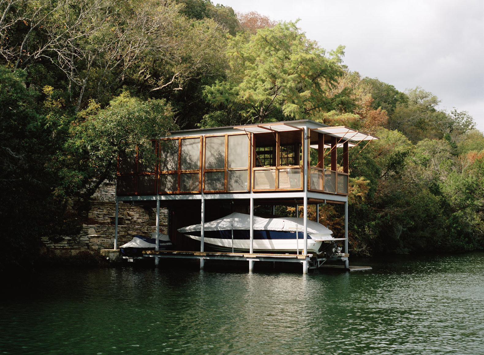 Off Grid Lake House Escapes The Texan Heat With Minimal Landscape Impact Part 90