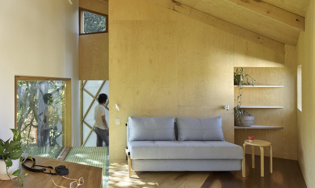 Extraordinary treehouse is a climber\'s dream with its own indoor ...