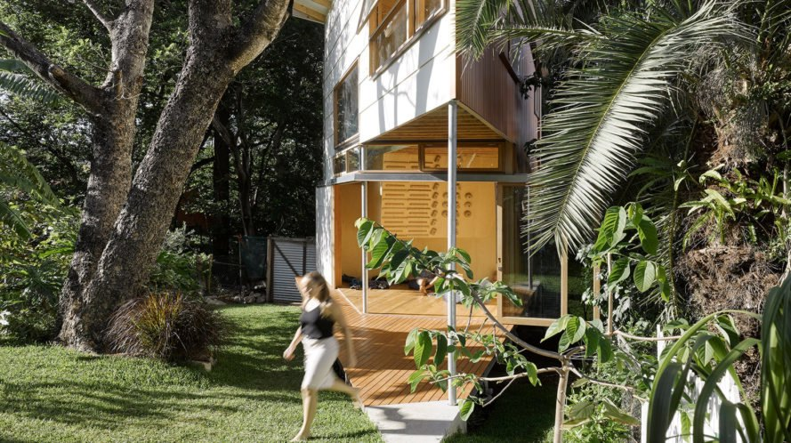 Taringa Treehouse, Phorm Architecture + Design, treehouse, Brisbane, climbing wall, Australia, green architecture, green extension, house extension, metal facade, sliding walls, glass walls