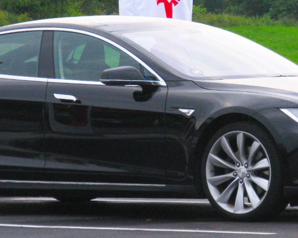 Tesla patent reveals plans for a new battery-swapping machine