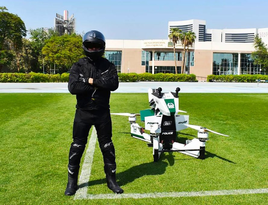 Dubai, Dubai Police, Hoversurf, Hoversurf Scorpion 3, hoverbike, hoverbikes, electric, electric hoverbike, electric hoverbikes, police, police force, police officer, police officers, law enforcement, vehicle, flying, fly