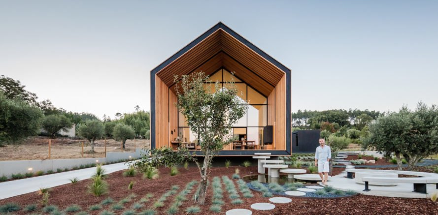 House in Ourém, Filipe Saraiva Arquitectos, modular architecture, modular design, Portugal, prefab, concrete panels, green architecture, low maintenance