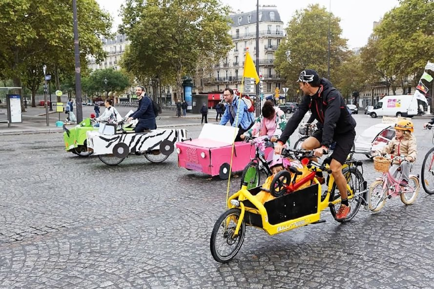 Paris banned all cars for a day to highlight pollution issues ...