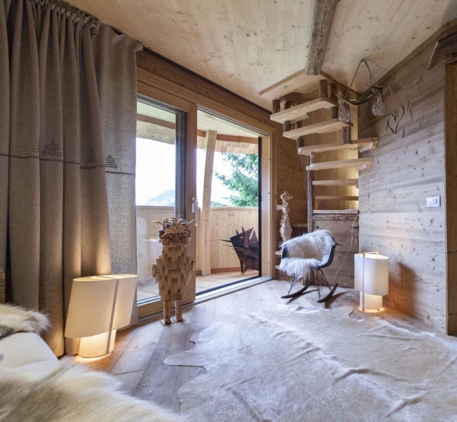 Pigna by Architetto Beltrame Claudio, egg shaped architecture, larch shingled treehouse, Pigna treehouses, Italian alp treehouse, alpine treehouse, cross laminated timber treehouse, wood fiber insulation with cross laminated timber,