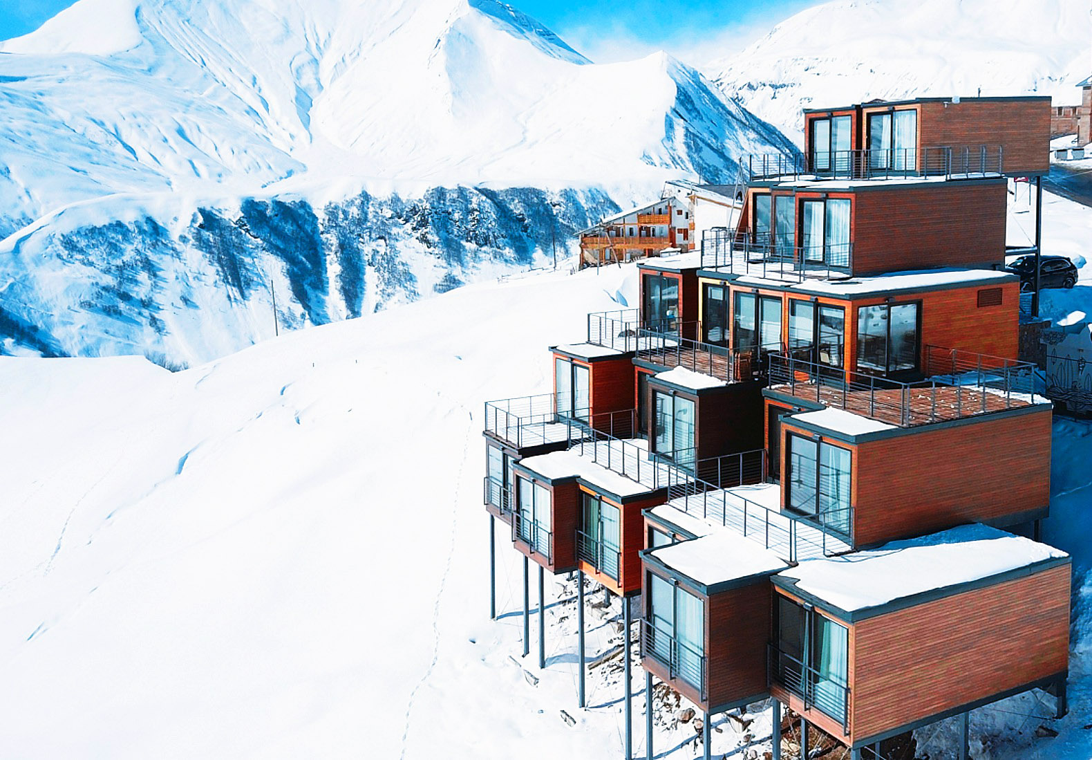 Shipping container architecture inhabitat green design for Design hotel ski