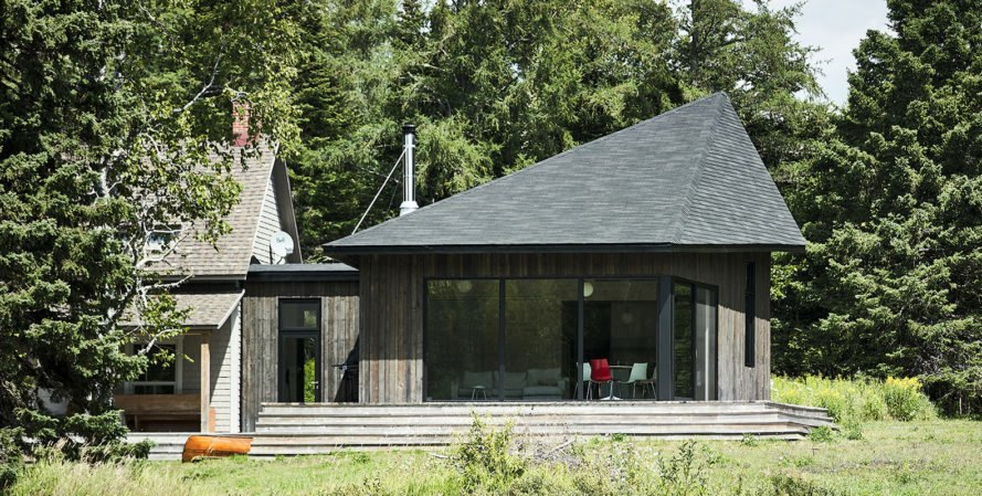 Anik Péloquin, The Sisters, green renovation, timber cladding, Canada, rural architecture, shed roof, overhanging roof, summer house, guest house