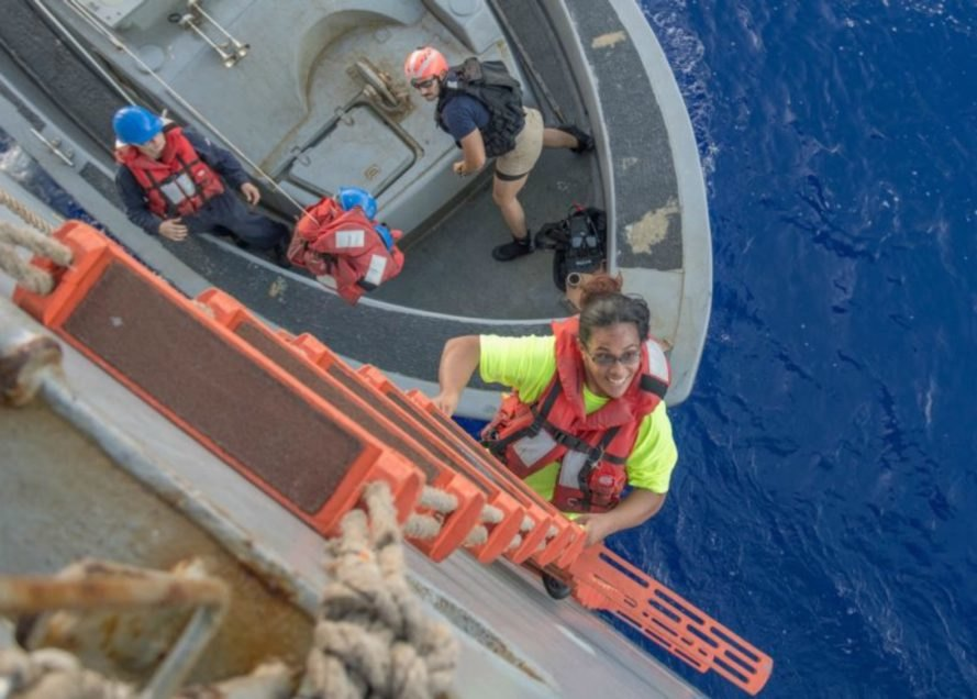 Hawaii, US Navy, Pacific Ocean, sharks, lost at sea, Helping People, News, Positive News,